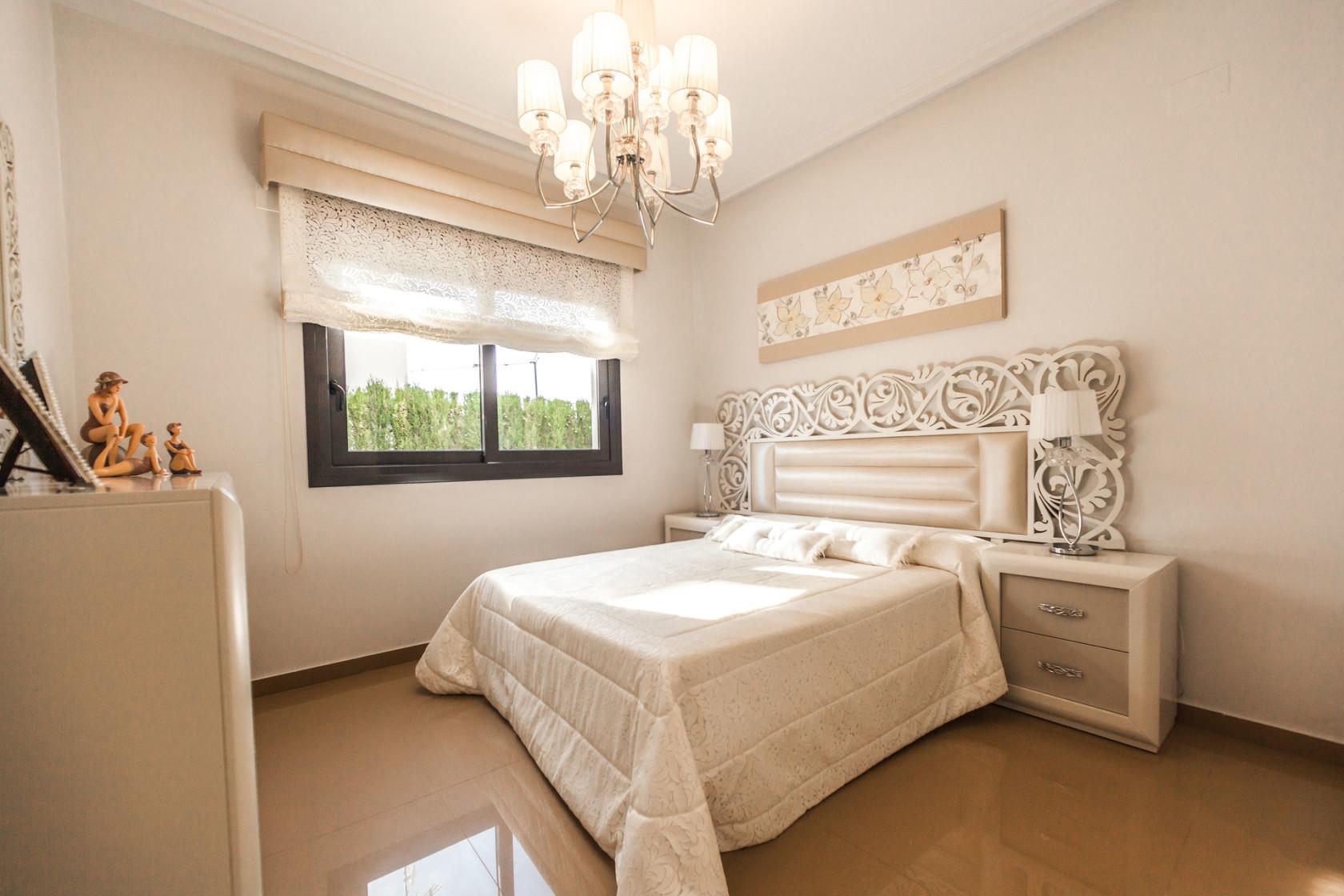 ialicante-mediterranean-homes-475799-unsplash.jpg