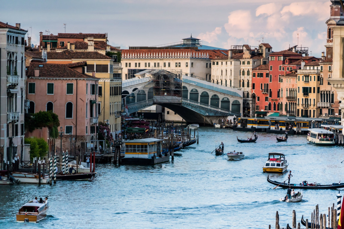 architecture-boats-buildings-164212.jpg